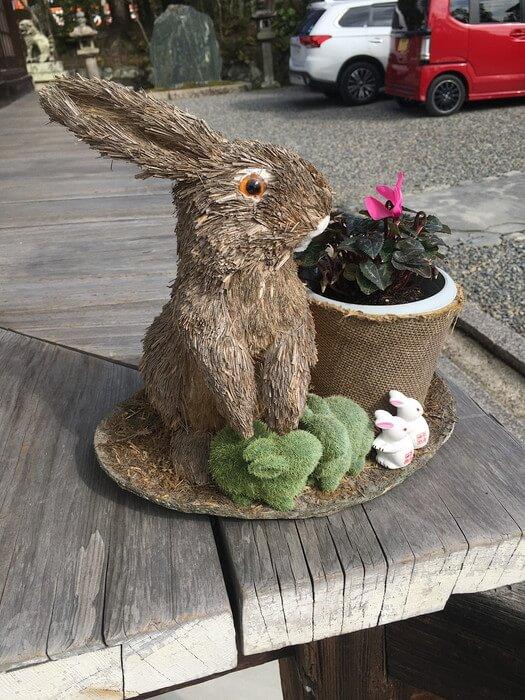ウサギの置物(宇治神社)