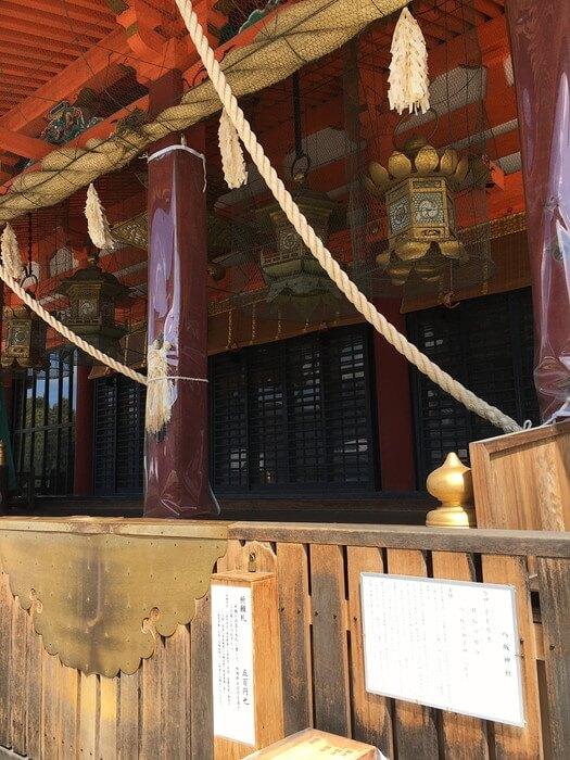 八坂神社本殿前