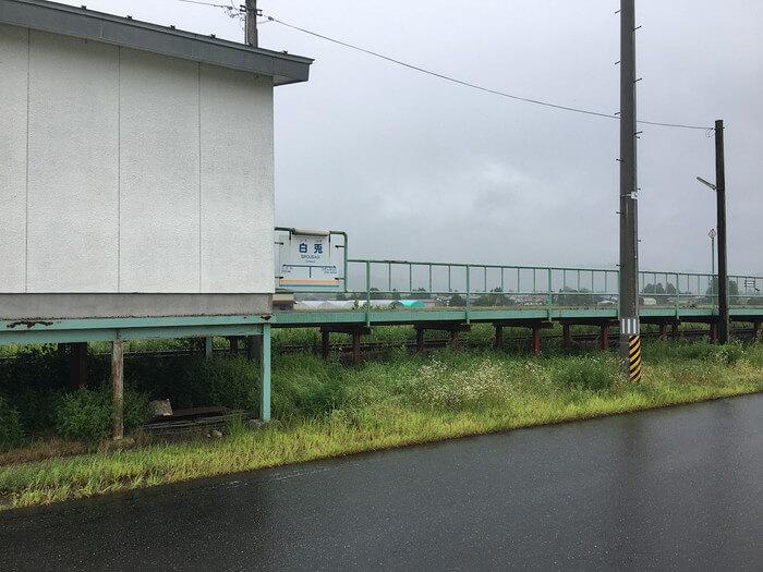 白兎駅(道側から撮影)