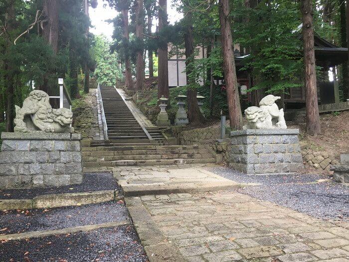 熊野大社狛犬前
