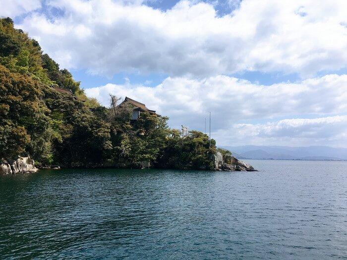 竹生島を観光
